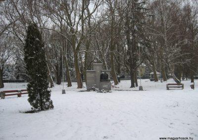 Zalaszentgrót világháborús emlékmű-2007.12.16.küldő-Márkus József