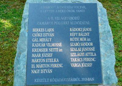 Emléktábla a katolikus templom mellett