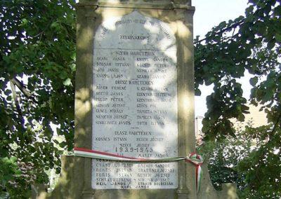 Zengővárkony világháborús emlékmű 2004.08.09. küldő-Bagoly András (2)