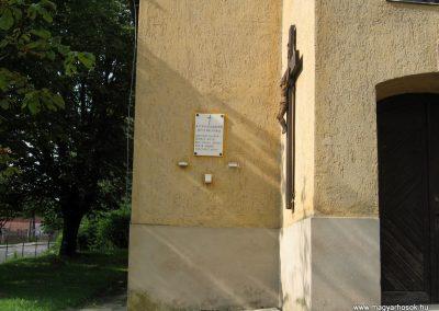 Zirc-Kardosrét II.vh emléktábla 2010.07.21. küldő-kalyhas (1)