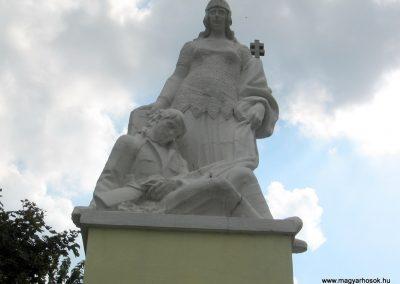 Zirc világháborús emlékmű 2010.07.21. küldő-kalyhas (2)