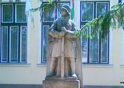 Zsáka világháborús emlékmű 2011.06.16. küldő-Csiszár Lehel (3)
