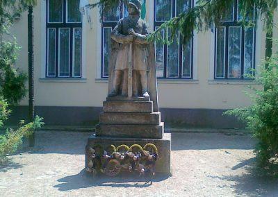 Zsáka világháborús emlékmű 2011.06.16. küldő-Csiszár Lehel