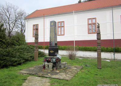 Zselickisfalud világháborús emlékmű 2013.03.31. küldő-kalyhas (10)