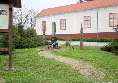 Zselickisfalud világháborús emlékmű 2013.03.31. küldő-kalyhas