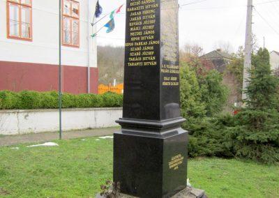 Zselickisfalud világháborús emlékmű 2013.03.31. küldő-kalyhas (8)