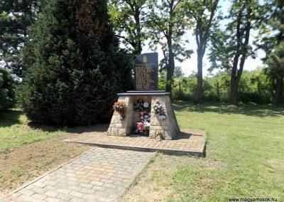Zsurk II. világháborús emlékmű 2016.05.23. küldő-kalyhas (1)