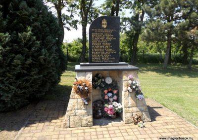 Zsurk II. világháborús emlékmű 2016.05.23. küldő-kalyhas (2)